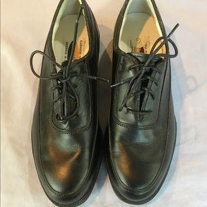 Ladies black new golf shoes